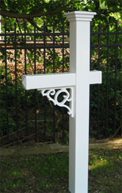 Vinyl post with vinyl decorative bracket
