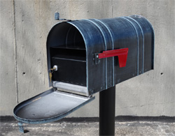 Basic standard mailbox with locking mailbox insert